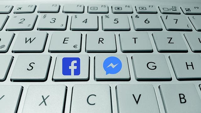 Asistente de respuestas para mensajes de Facebook